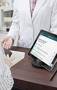 画面の情報を共有しながら患者と向き合う